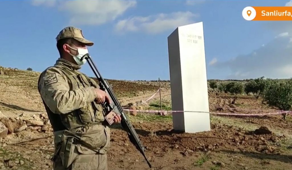 Onda dos monólitos ainda não acabou: outro é encontrado na Turquia