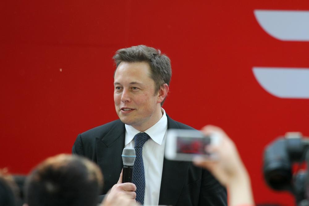 Elon Musk diz que conseguiu fazer macaco jogar videogame com sua mente