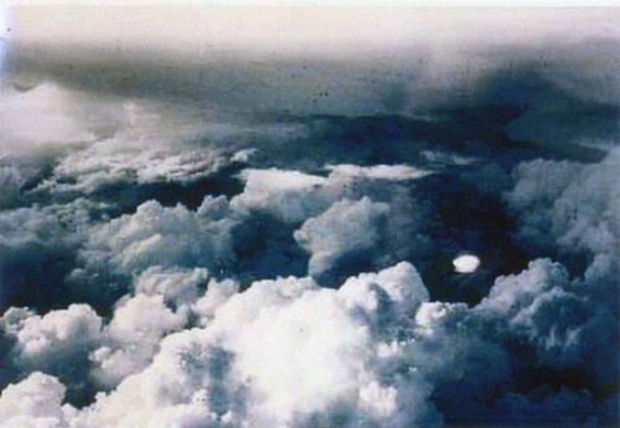 """Em muitos casos, """"OVNIs se aproximam do avião"""" - Cientista sênior da NASA"""