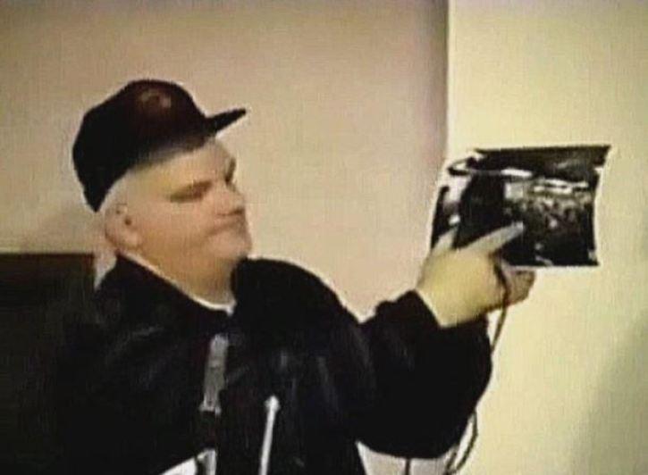 Mataram o denunciante Phil Schneider após ele revelar a agenda alienígena