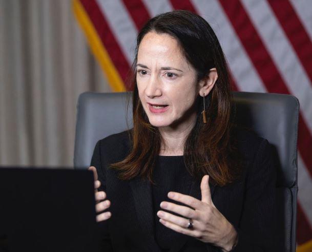 Diretora de Inteligência dos EUA e o relatório sobre OVNIs para o senado