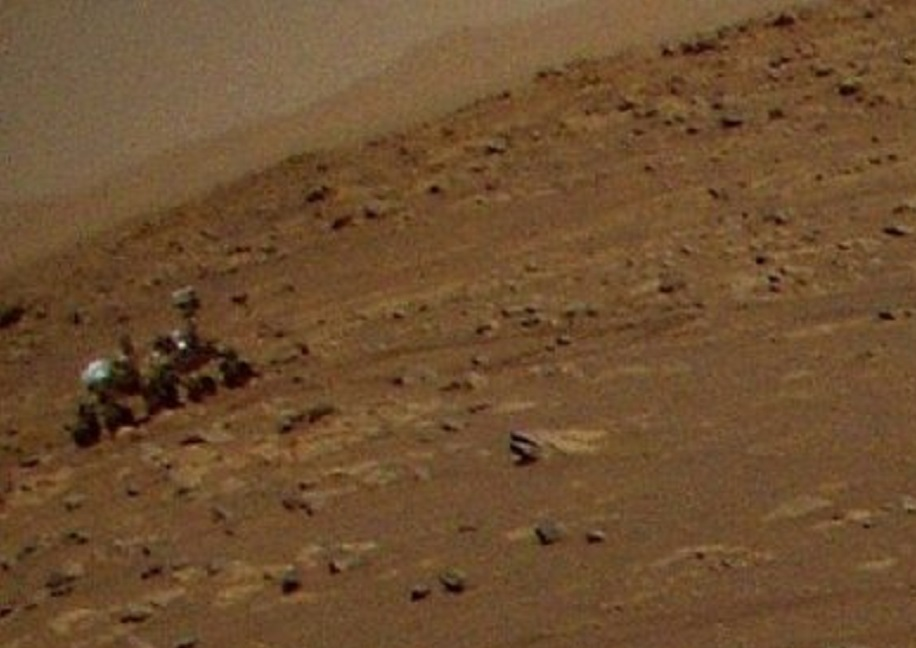 Helicóptero da NASA em Marte tira foto do jipe-sonda Perseverance