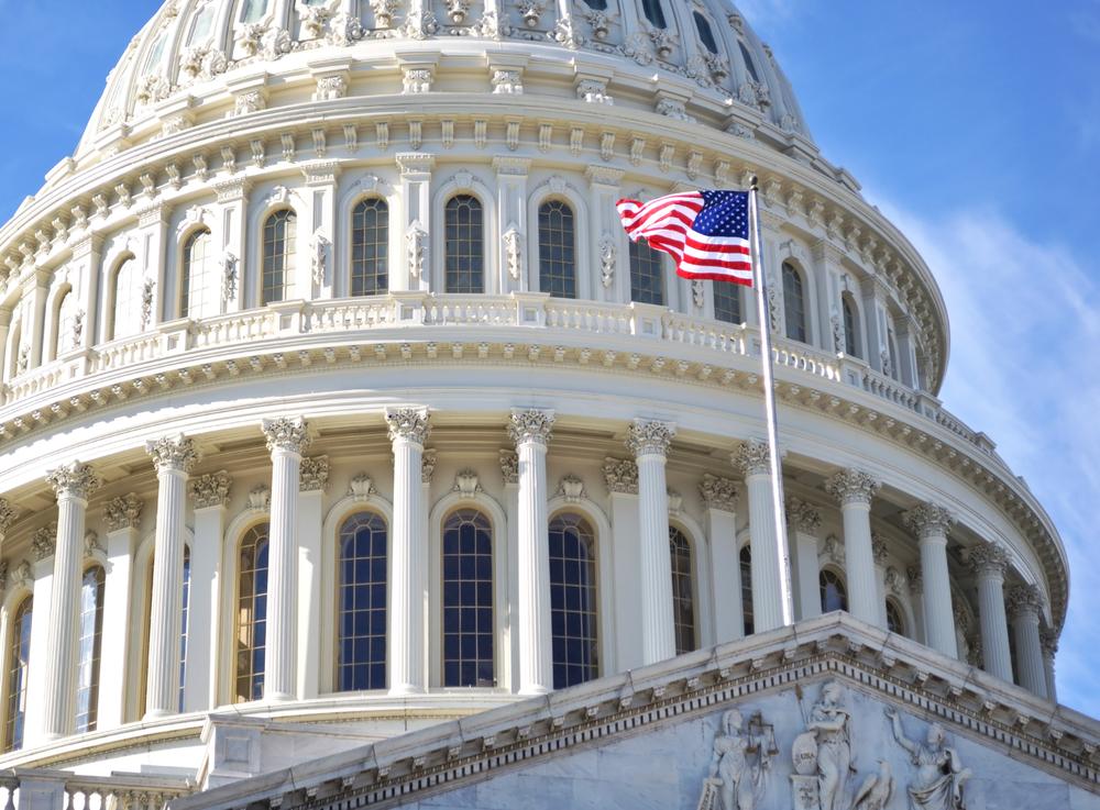 Congressista dos EUA critica relatório inconclusivo sobre OVNIs