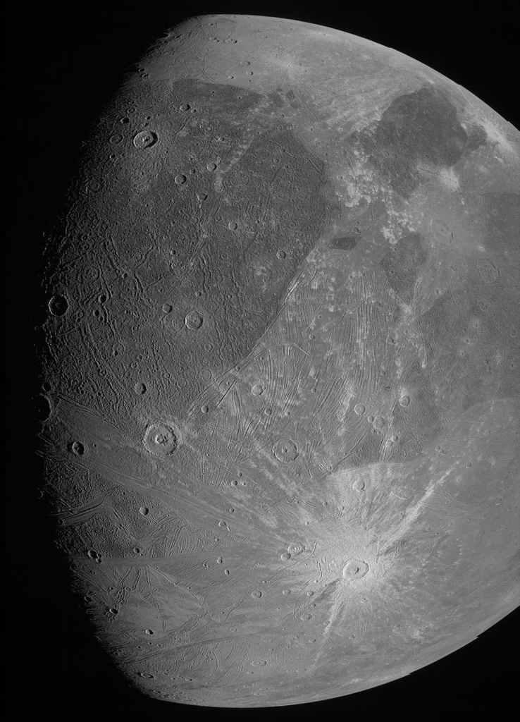 Sonda espacial da NASA tira  fotos sem precedentes da maior lua de Júpiter
