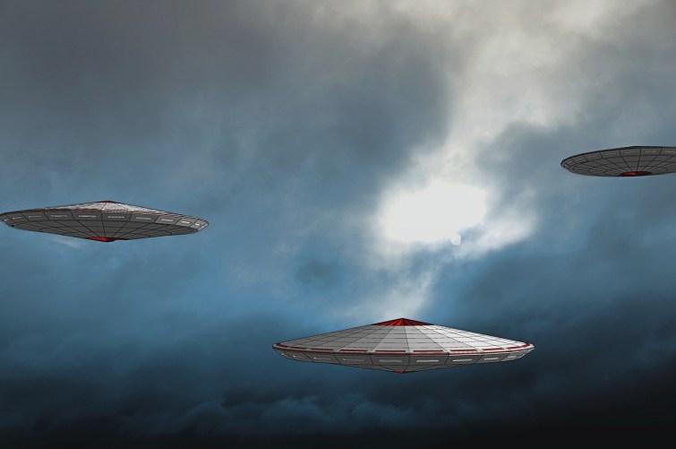 Pentágono tem vídeo mostrando OVNIs se movendo em padrões estranhos