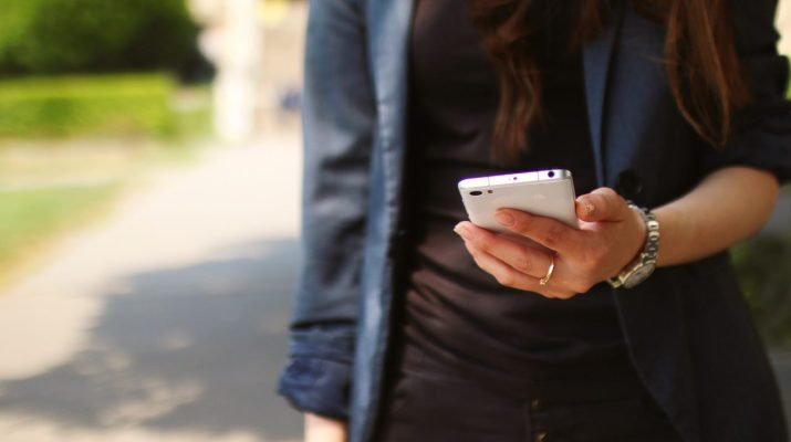 celular-mano