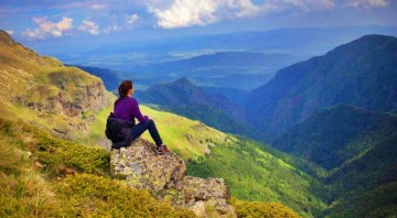 how to overcome loneliness when traveling solo