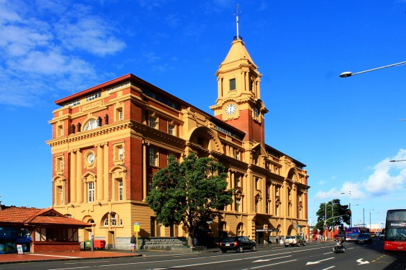 Auckland: Das altehrwürdige Ferry Building