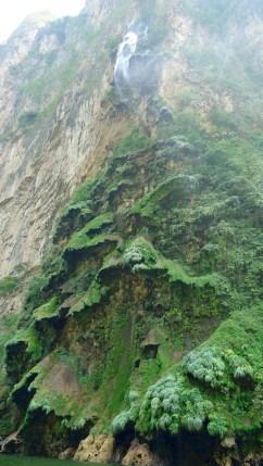 3306_SanCristobal_CanonDeSumidero_Der-Wasserfall-brauchte-Jahrtausende-um-diese-Kaskaden-zu-erzeugen