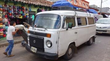 San Cristobal, San Juan Chamula: Unser Collectivo wäre in Deutschland verschrottet worden, wenn man versucht hätte darin Passagiere zu befördern!