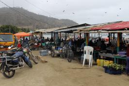 An den Garküchen oberhalb des Fischmarktes in Puerto Lopez wird der Fang auf Wunsch frisch zubereitet