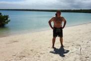 Galapagos, Santa Cruz, Tortuga Bay, Der erste Einsatz von Wolfgangs Bayerischer Trachtenbadehose
