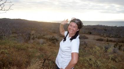 Galápagos, Santa Cruz, Cerra Dragone: Otti beim Posing vor dem beginnenden Sonnenuntergang. Man sieht wir hatten ein Menge Spass.