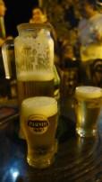 Guayaquil, Cerro Las Peñas: Unser erster Jarra (sprich: Charra) Cerveza.