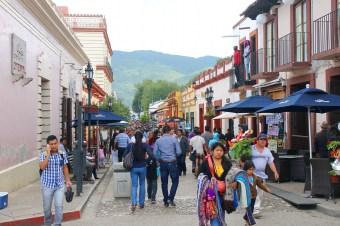 San Cristobal: Unsere erste Fussgängerzone seit langem, die Avenida 20 de Noviembre vom Stadtzentrum Richtung Norden