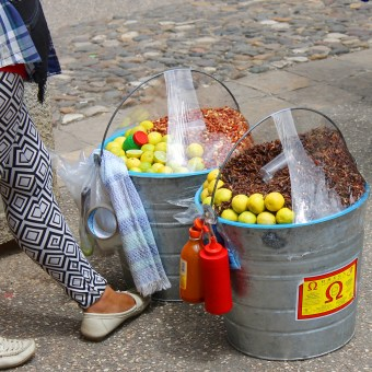 San Cristobal: Geröstete Heuschrecken mit Chili oder Lemette werden überall in der Fussgängerzone zum Kauf angeboten