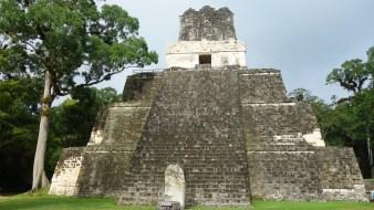 Guatemala, Tikal: Tempel II an der Plaza Grande ist vermutlich Hasaw's Frau gewidmet