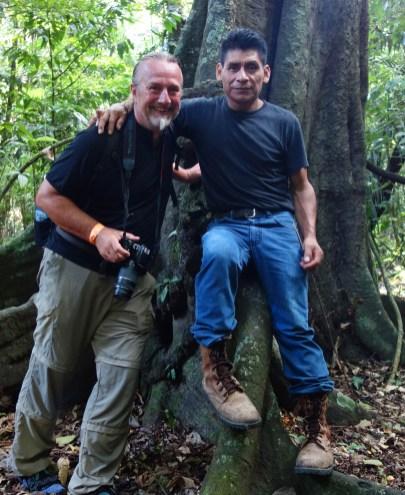 Palenque_Dschungeltour: Don Pedro ganz entspannt während ich komplett durchgeschwitzt bin