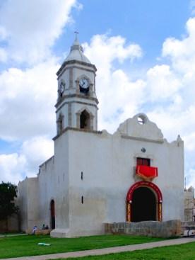 Campeche: Iglesia de San Roman (1562) mit dem Bildnis des schwarzen Jesus
