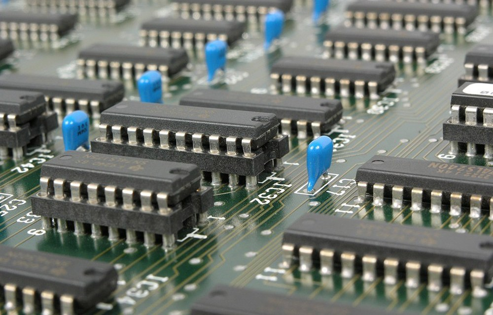 What is the Difference between a Computer Engineer and an Electrical Engineer?