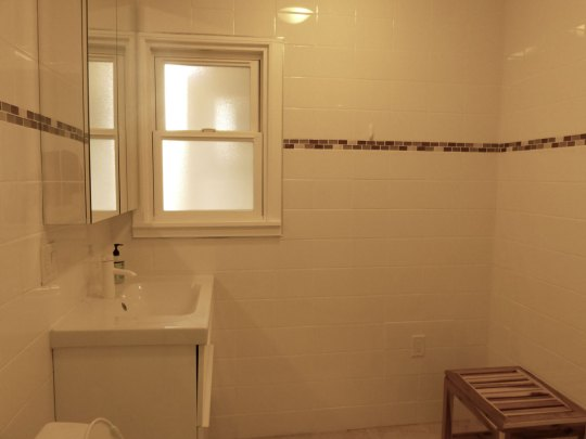 Bath, Apartment 1707, Oxford Property Management, Berkeley CA