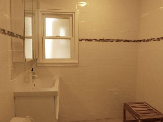 Bath, Apartment 1707, Oxford Property Management, Berkeley CA