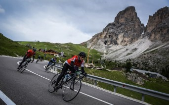 Claire Milligan leads Danny Wright on a descent during the Maratona in the Italian Dolomites.