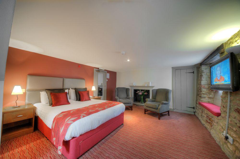 Deddington Arms  Hotel near Oxford Premier Double Room