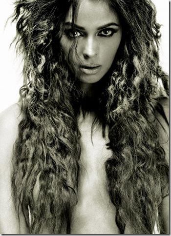 Mallika Sherawat on Hisss Set Photo