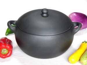 cocotte en terre cuite noire Oyera