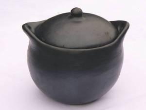 grande marmite en poterie noire de la Chamba