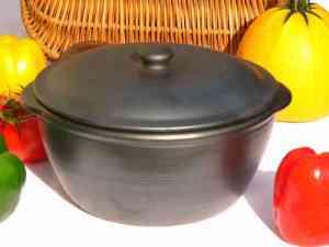 cocotte traditionnelle en terre cuite noire du Portugal