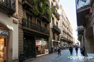 Streets of the Barri Gotic in Barcelona/Oyster
