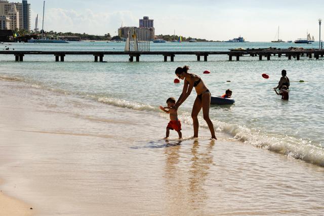 Beach at Marriott's Aruba Surf Club/Oyster