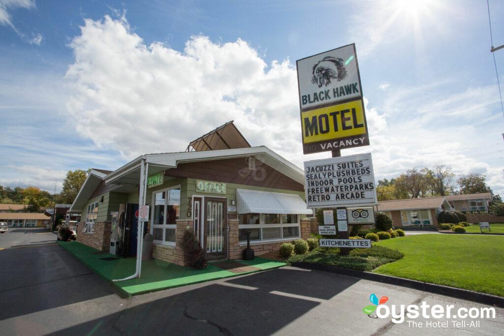 Black Hawk Motel / Oyster
