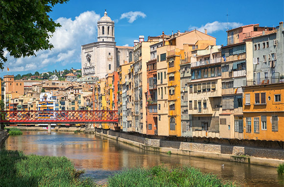 Photo: Girona, Spain via Shutterstock