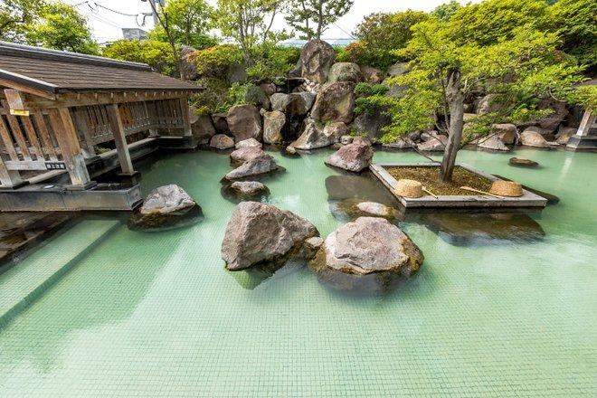 Baño al aire libre en el Hotel Shiragiku / Oyster