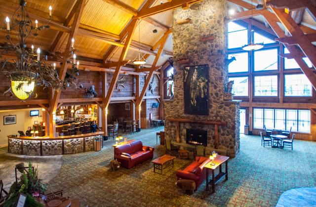 Lobby en Hope Lake Lodge / Oyster