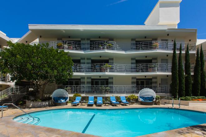 The Pool en Oceana Beach Club Hotel / Oyster