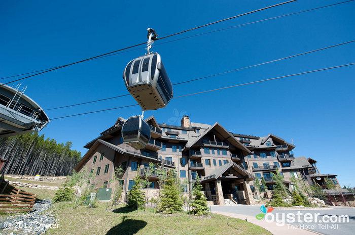 Die Gondelfahrt in der Crystal Peak Lodge bietet eine herrliche Aussicht auf die Berge.