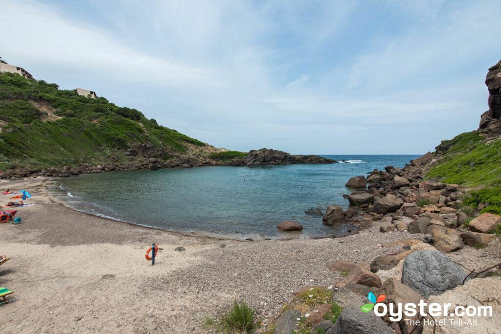 Praia no Castelsardo Resort Village / Oyster