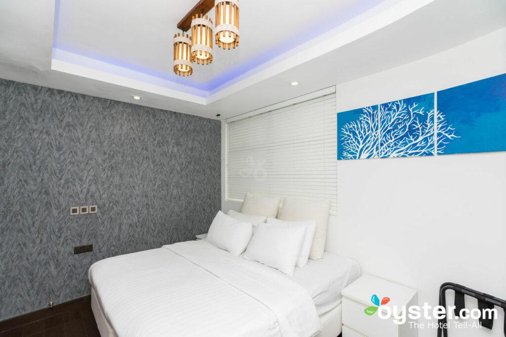 Habitación Deluxe con vistas a la playa del Airport Beach Hotel / Oyster