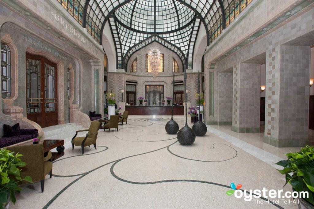 Saguão do Four Seasons Hotel Gresham Palace / Oyster