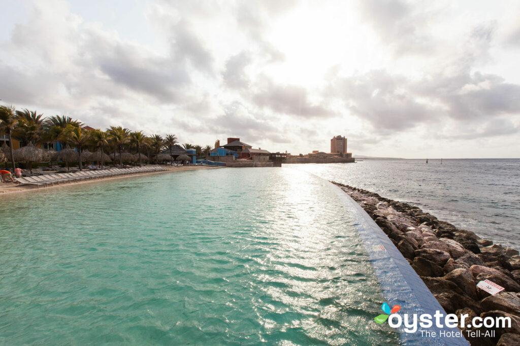 Piscine au Renaissance Curaçao Resort & Casino, Curaçao / Huîtres