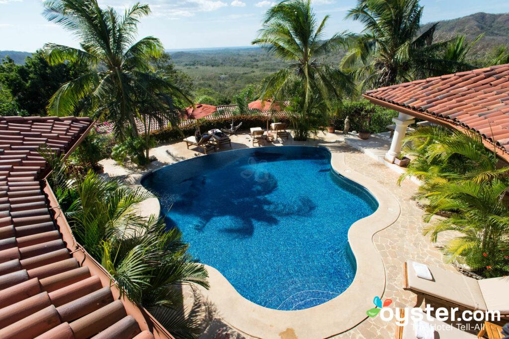 La piscina en Los Altos de Eros / Oyster