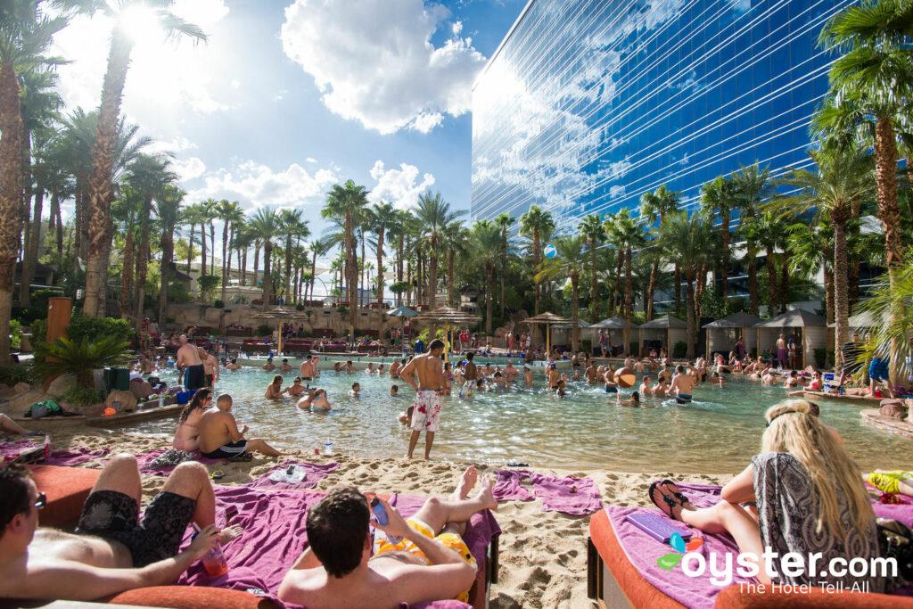Rehabilitación en Paradise Beach en Hard Rock Hotel and Casino / Oyster