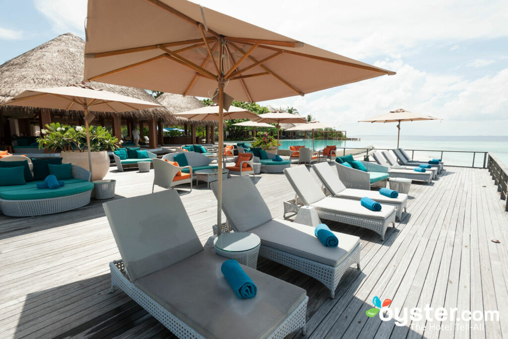 Bar de arena en Dusit Thani Maldives / Oyster