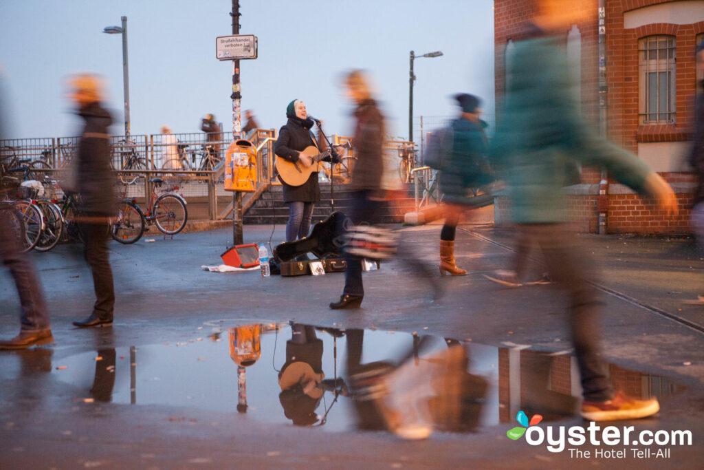 Kreuzberger Straßenmusikanten in Berlin / Oyster