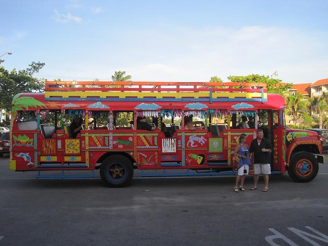Bus de fiesta Kukoo Kanuku; Peter Galvin / Flickr