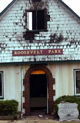 Theodore Roosevelt Park service building in Oyster Bay which was set on fire early on Wednesday, May 18, 2005. The fire is believed to be arson. (Newsday photo / Michael E. Ach) ts